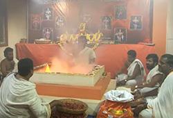 6 Priests Chanting Udakashanti Mantras