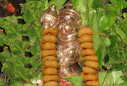Offering Vada Mala (Savory Dumpling Garland) to Hanuman at 5 Vortices